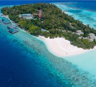 Почивка на Малдивите в Hotel Embudu Village Resort 3*