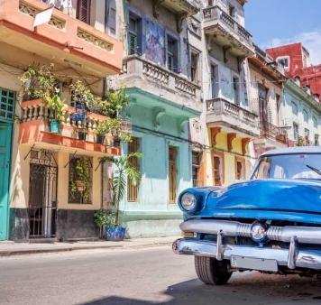 Куба - бели плажове, латино ритми и страстна салса!  Обиколен Тур с водач от България.