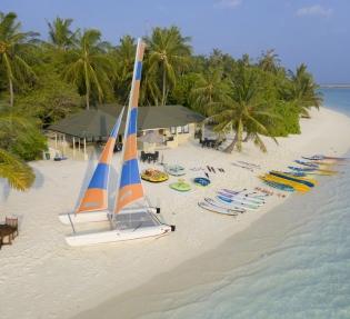 Почивка на Малдивите в Hotel Holiday Island Resort 4*